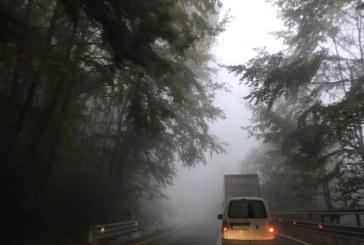 Ceata pe raza localitatii Petrova, dar si pe dealul Hera. Drumarii au intervenit cu sare pe DN 18, la Viseu de Sus