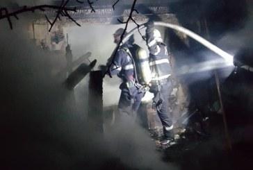Incendii lichidate de pompieri. 20 de kg de carne arsa dupa ce o afumatorie din Suciu de Sus s-a aprins