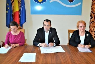 Continua proiectul de promovare a folclorului in unitatile de invatamant maramuresene