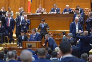"""Motiunea semnata de USR, sfarsitul Guvernului Dancila. Durus: """"Romania s-a eliberat"""""""