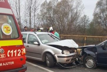 (FOTO)Sase oameni au ajuns la UPU, sambata dimineata. Accidentul s-a produs in zona podului Lapusel