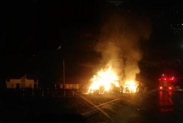 Miresu Mare: Sute de baloti de fan si paie distrusi intr-un incendiu la un depozit de furaje (FOTO)