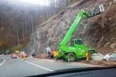 Continua lucrarile de protectie a versantilor in Pasul Gutai (FOTO)