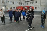"""Elevi de la Scoala Gimnaziala """"Ioan Slavici"""" din Tautii de Sus, intalnire cu pompierii baimareni (FOTO)"""