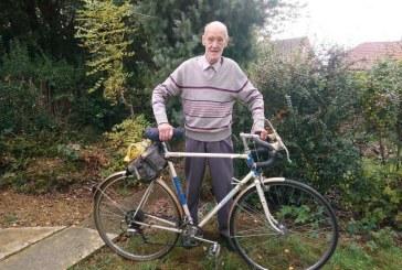 Britanicul Russ Mantle va atinge, joi, bariera de un milion de mile pe bicicleta la varsta de 82 ani