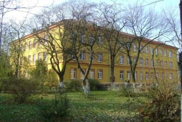 Consiliul Judetean Maramures da 10.000 lei pentru o scoala din Baia Mare. Afla motivul