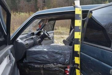 Si-a abandonat masina in rau ca sa scape de politistii de frontiera. Acum, soferul este cautat de autoritati