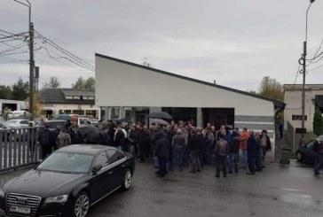 (VIDEO)Baia Mare: Greva spontana la URBIS. Angajatii cer demisia directorului Ion Pop. Calatorii sunt indrumati spre retelele de socializare