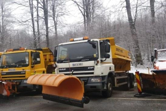 Info trafic: Drumarii au intervenit cu sase utilaje si au imprastiat 37 tone de sare in Pasul Prislop, la Viseu de Sus pe DN18, DN 17C, dar si pe DN 18 in Pasul Gutai