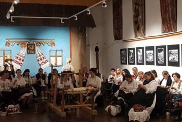 """Evenimentul ,,La sezatoare-n post/ colindele-s cu rost"""" s-a desfasurat la Muzeul Judetean de Etnografie si Arta Populara Maramures"""