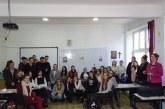 """Elevii si profesorii Liceului Teoretic """"Bogdan-Voda"""" din Viseu de Sus l-au omagiat pe Mihai Eminescu (FOTO)"""