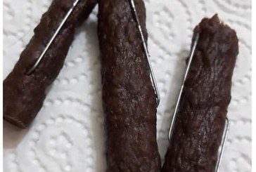 Alerta pentru posesorii de caini din Baia Mare: Carnati cu cuie gasiti in Cartierul Sasar (FOTO)