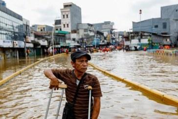Indonezia: 9 morti si mii de persoane evacuate la Jakarta, din cauza inundatiilor
