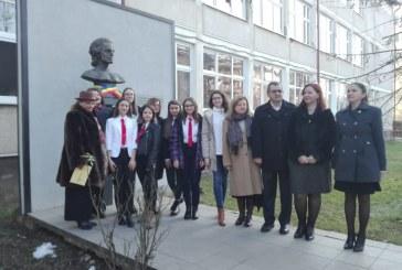 "Elevii si dascalii Colegiului National ""Mihai Eminescu"" din Baia Mare celebreaza nasterea poetului national Mihai Eminescu"