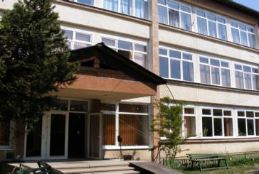 Grav: Profesoara de la un liceu din Sighetu Marmatiei, jignita de doi tineri care au patruns in incinta unitatii de invatamant