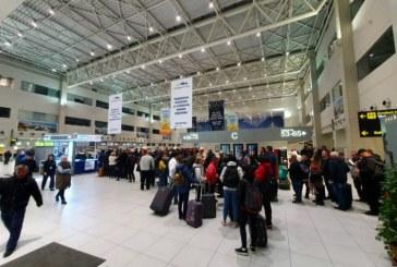 Aglomeratie in Aeroportul Otopeni din cauza blocajelor la benzile de bagaje si a unor pene de curent