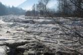 Temperaturile negative au favorizat formarea unor poduri de gheata pe raurile Iza, Lapus si Mara