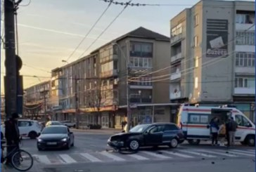 ACTUALIZARE: Trei pietoni accidentati la intersectia B-dului Bucuresti cu strada Culturii, din Baia Mare