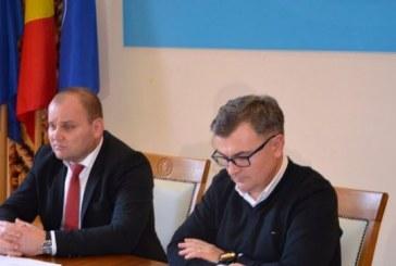 Autoizolare: Conducerea judetului Maramures, seful Politie Maramures, seful DSP Maramures, dar si alti angajati raman izolati in Palatul Administrativ din Baia Mare