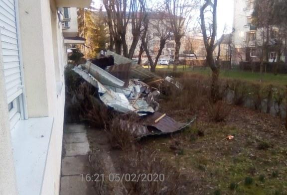 Probleme in Maramures din cauza vantului: Sarpanta smulsa in Baia Mare si linii de tensiune avariate