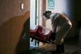 Vaslui: Bărbat care nu vroia să părăsească un centru de carantină după 14 zile, evacuat cu ajutorul forţelor de ordine