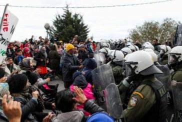 Peste 24.000 de migranti opriti la frontiera greaca; UE promite un ajutor financiar Greciei