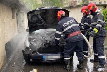 UPDATE: Incendiu la un autoturism din Baia Mare (FOTO)