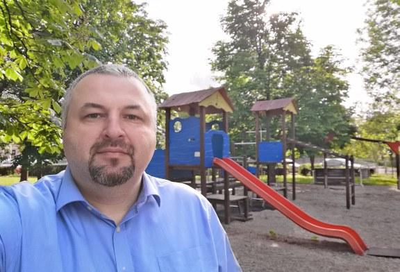 """Proiect pilot depus la Primăria Baia Mare: Leagăne speciale pentru copiii mici sau cu dizabilități. Dan Ivan – """"Aleșii băimăreni au datoria să repare discriminarea"""""""