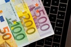 Euro a scăzut, după două luni, sub 4,92 lei