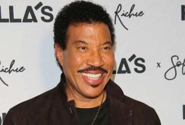 Lionel Richie şi Walt Disney Studios vor colabora la un film muzical bazat pe cele mai mari hituri ale cântăreţului american
