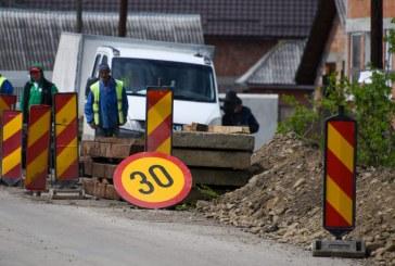6.250 mii lei alocați de Consiliul Județean Maramureș către UAT-urile pe raza cărora se desfășoară lucrări de reabilitare a drumurilor județene