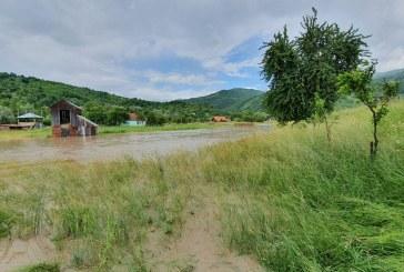 Noi inundații în Maramureș: Râul Tisa s-a revărsat în urma unei viituri venite din Ucraina (FOTO)