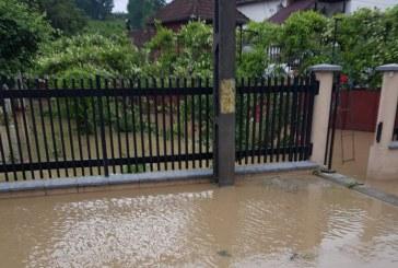 O nouă furtună: Cinci gospodării inundate la Sighetu Marmației (FOTO)