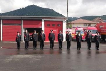 Fotografia zilei: Zece pompieri s-au lăsat la vatră