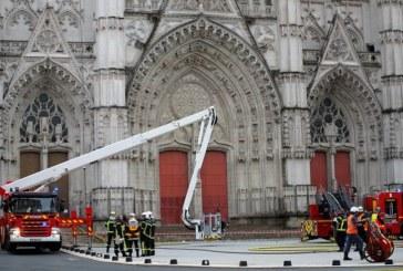 Franța: Catedrala din Nantes cuprinsă de un incendiu