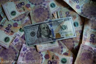 Argentina a început să importe bancnote pentru a face faţă cererii de numerar