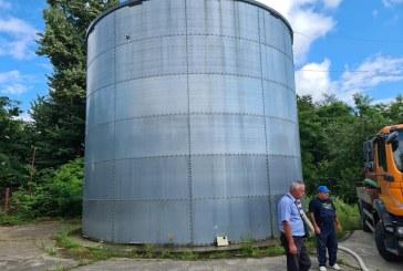 Probleme la Groși: Fisuri la rezervorul de apă