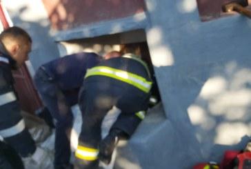 Groși: Un bărbat de 72 de ani a căzut într-un canal inundat (FOTO)