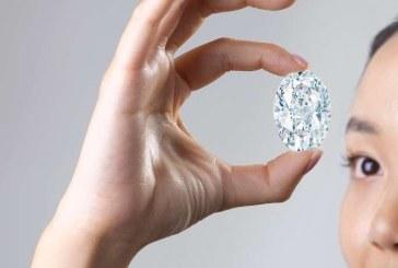 Un diamant de 102 carate ar putea fi vândut la licitaţie cu 30 de milioane de dolari