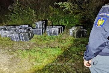 Cărăușii și-au abandonat coletele cu țigări de contrabandă pe malul râului Tisa în dreptul localităților Valea Vișeului și Teceu Mic, județul Maramureș