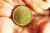 Euro a scăzut, dolarul a crescut
