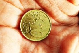 Euro așteaptă să treacă de 4,95 lei
