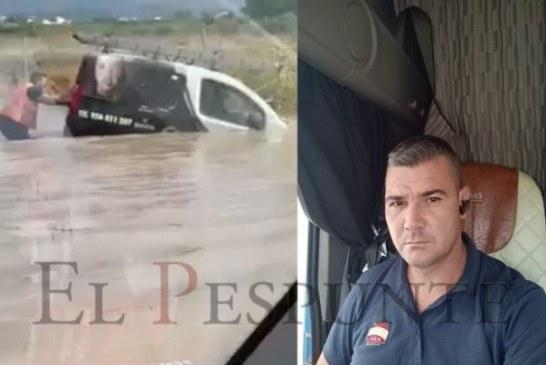 Un şofer român de TIR a devenit erou în Spania pentru că a salvat de la moarte un alt şofer, pe care l-a scos din maşina luată de ape