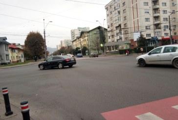 PROBLEME – A furat o mașină de pe Transilvaniei și pe Republicii a făcut accident
