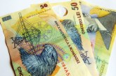 Studiu: 6 din 10 români susţin că principala contribuţie a diasporei la economia României o constituie banii trimişi familiei