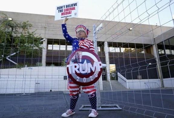 Imaginea zilei: o susținătoare a președintelui Trump protestând