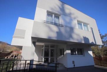 Hope and Homes for Children a deschis două case de tip familial și trei apartamente pentru copiii din ultimele două centre de plasament din județul Suceava