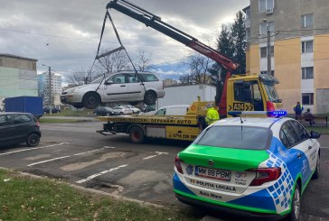Din oraș: Încă un vehicul abandonat ridicat de municipalitatea băimăreană