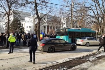 Galaţi: Peste 100 de persoane au protestat faţă de majorarea impozitului auto cu 55%