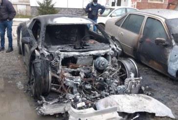 Autoturism în valoare de 50.000 euro incendiat intenționat în Sighetu Marmației